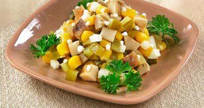 Салат грибной с кукурузой