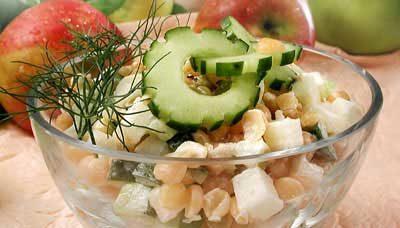 Гороховый салат с яблоками