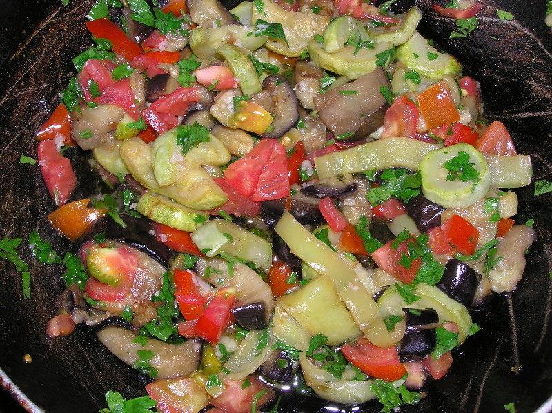Салат из арбузов в винном соусе
