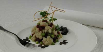 Салат из цветной капусты со сладким перцем