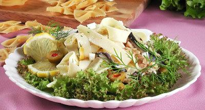 Салат с рыбой и макаронами