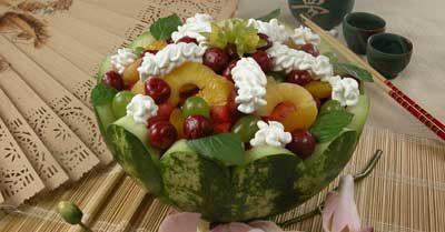Арбуз фаршированный фруктами
