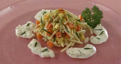 Салат с макаронами и сыром
