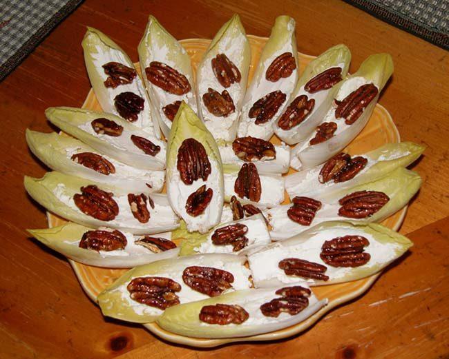 Салат эндивий с голубым сыром