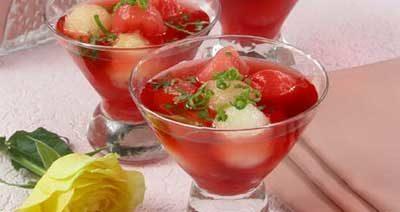 Шарики из дыни и арбуза в вине