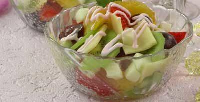 Салат с сыром и фруктами