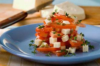 Салат с брынзой и семенами подсолнечника