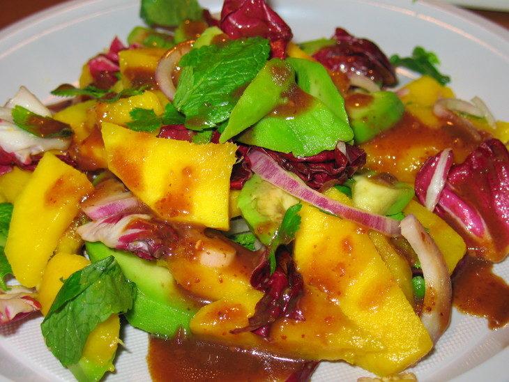 Экзотический салат с авокадо