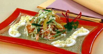 Салат с огурцами и сладким перцем