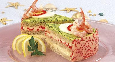 Бутербродный торт с креветками и икрой