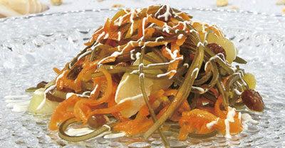 Морковь, тушенная с морской капустой и яблоками
