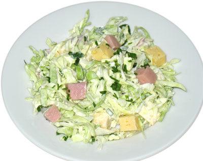 Салат из копченой колбасы с рисом и свежими овощами