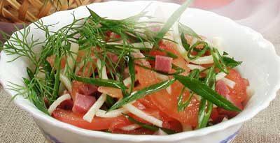 Салат из домашней лапши и ветчины