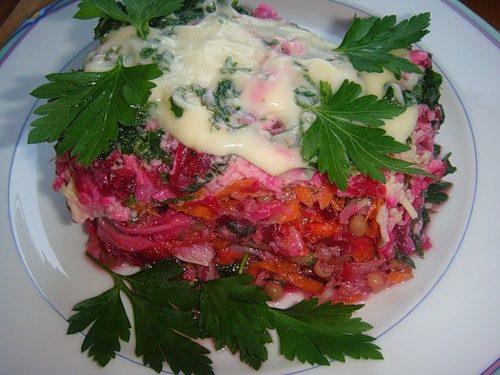 Салат из грибов с репчатым луком и зеленым горошком