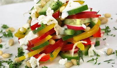 Салат из овощей и творога