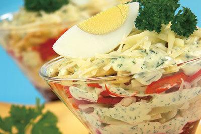 Салат-коктейль со свеклой и сыром