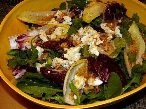 Салат овощной с грецкими орехами