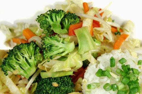 Салат из цветной капусты с побегами бамбука