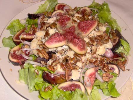 Рисовый салат с орехами пекан