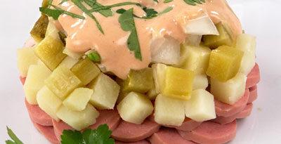 Салат с копчеными сосисками