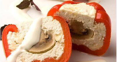 Перец сладкий, фаршированный творогом и грибами