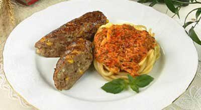 Мясные колбаски с макаронами
