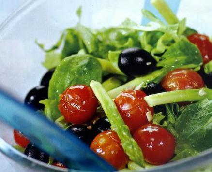 Салат из спаржи с помидорами